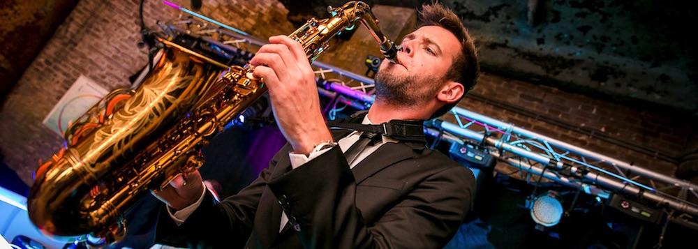 DJ met saxofonist