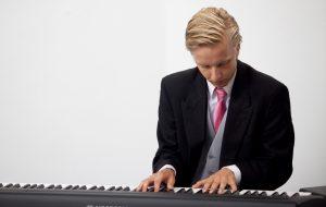 Boek nu Pianist Sebastiaan bij L.A.-DJ's
